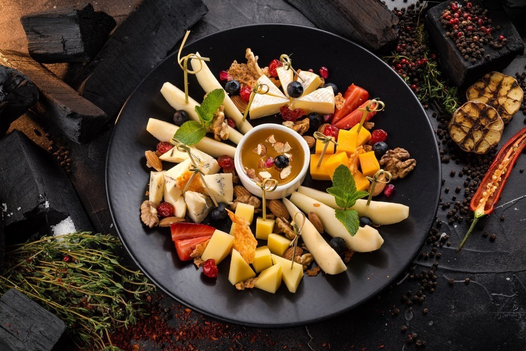 40 необычных идей оформления сырной тарелки