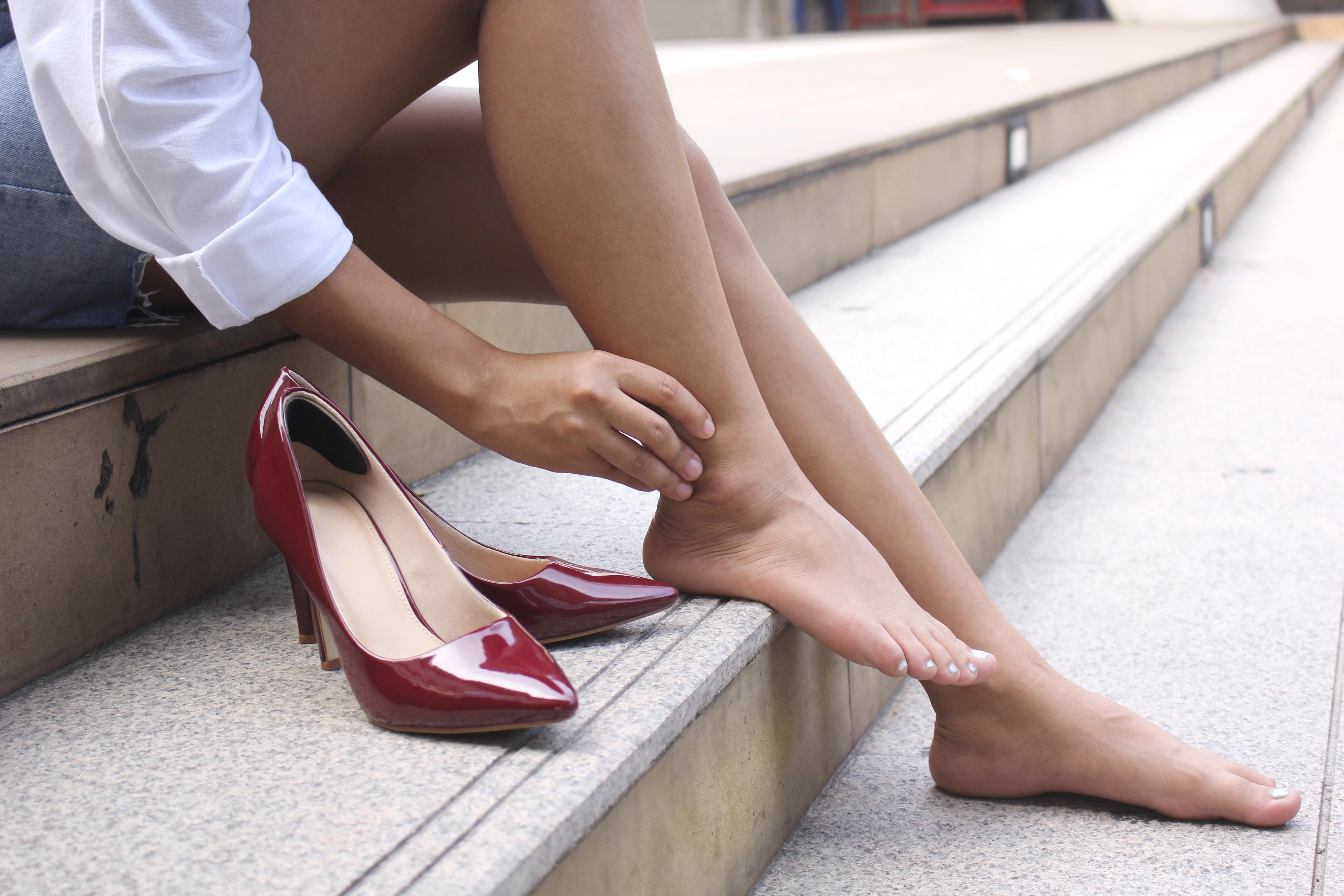 Как справиться с натоптышами, мозолями и отеками на ногах?