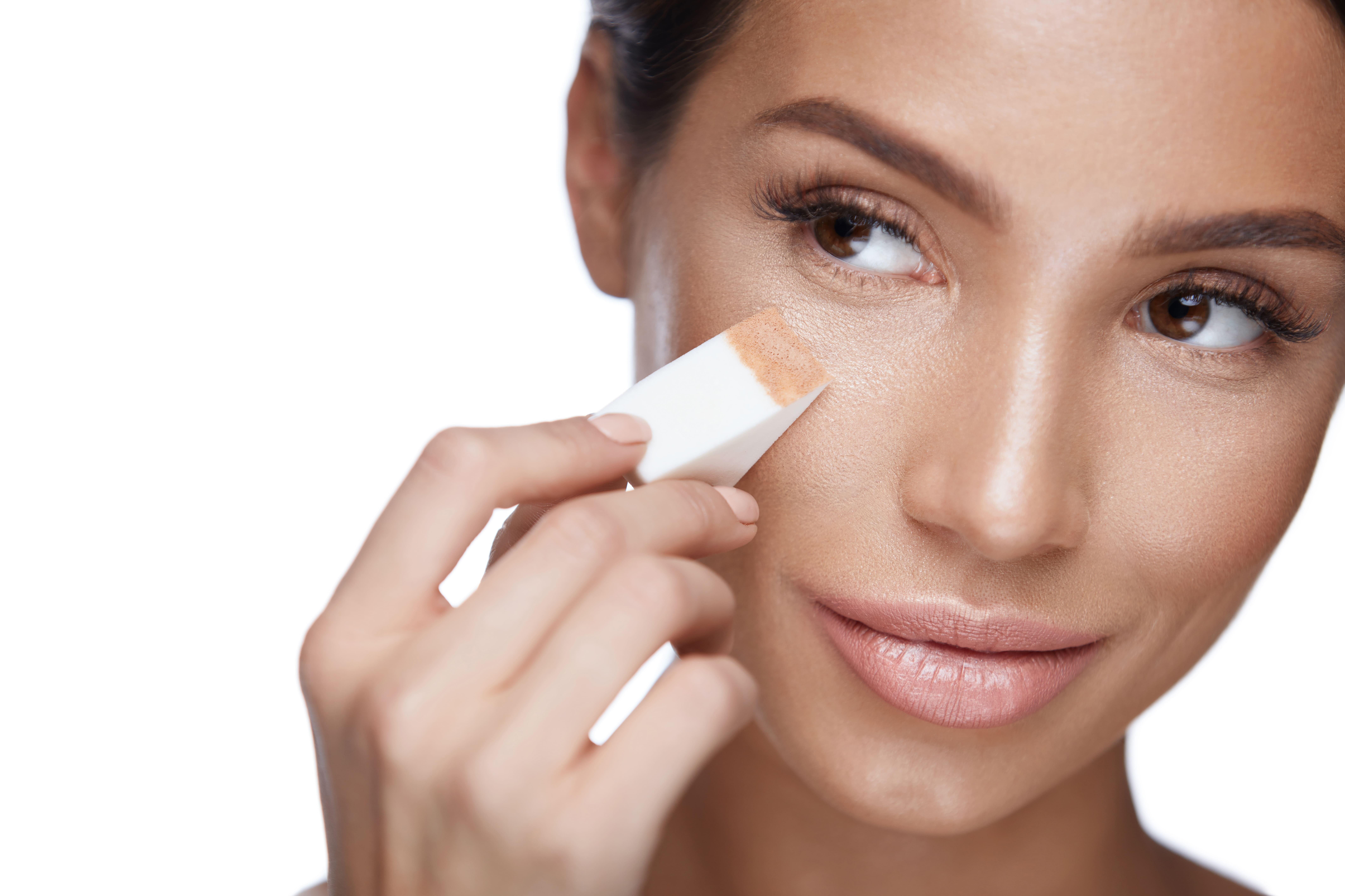 Как быстро замаскировать несовершенства на лице?