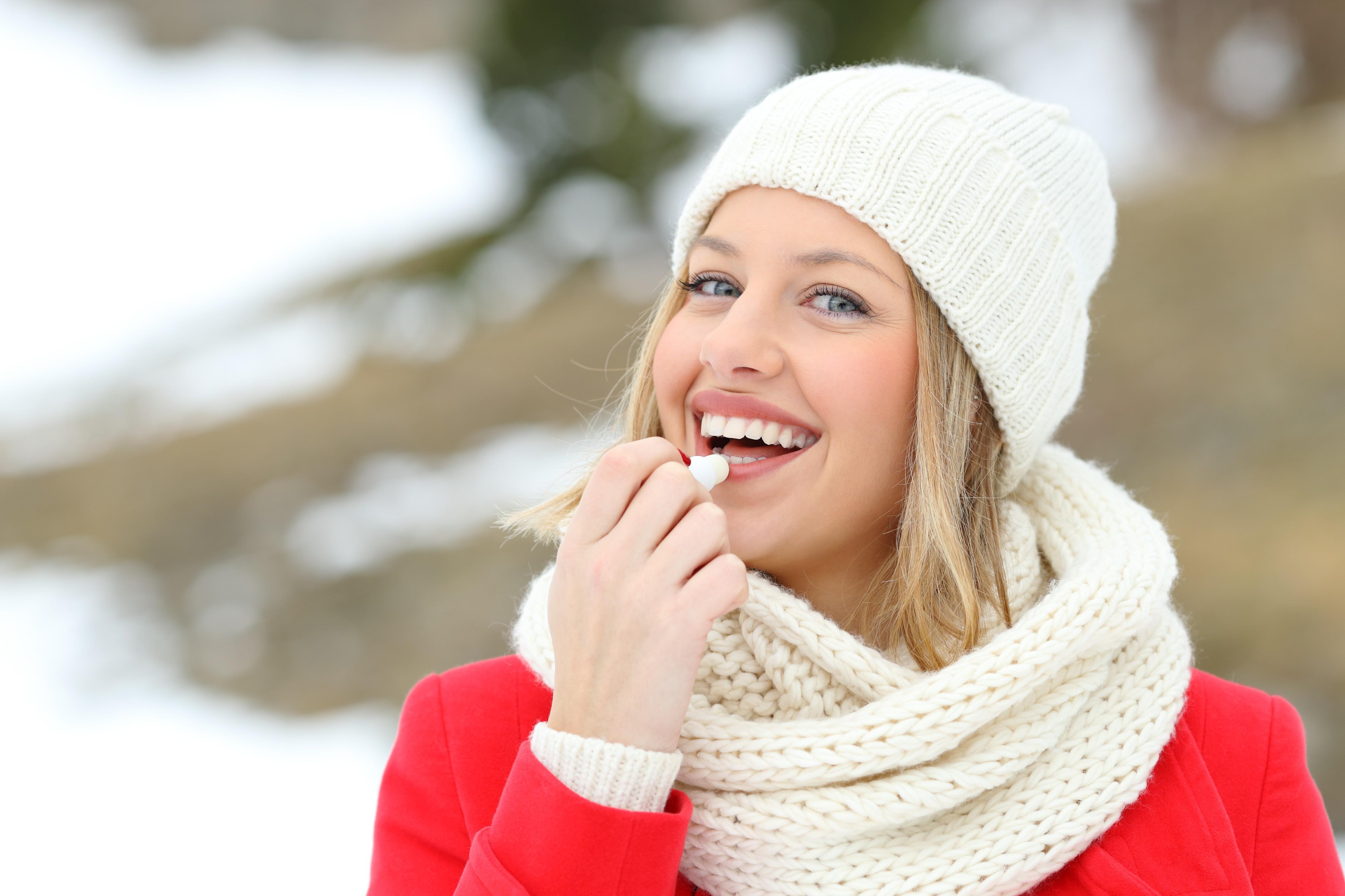 Губы шелушатся и трескаются — как им помочь? 10 проверенных способов и рецепты домашних масок от Lisa.ru