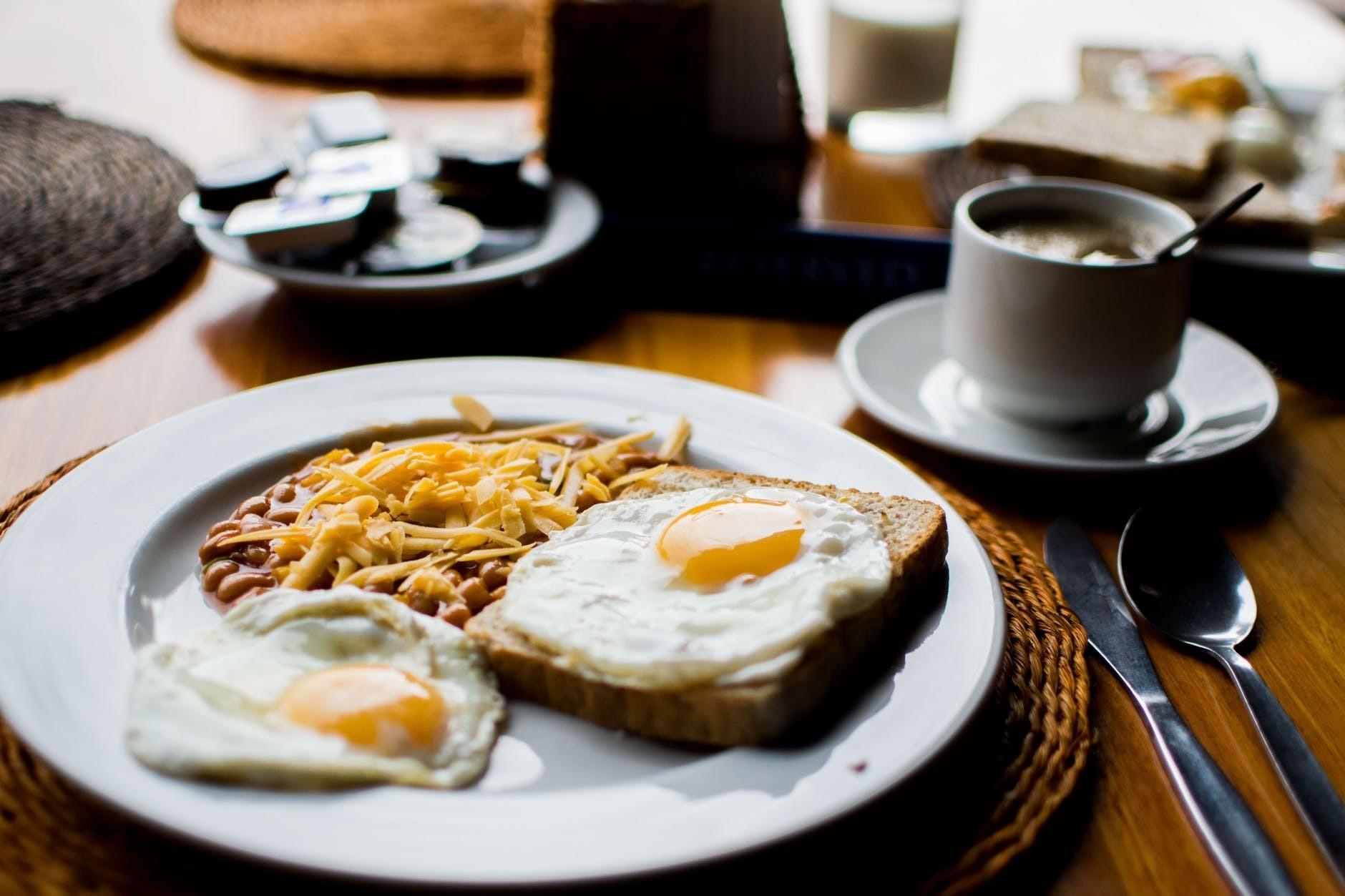 Почему нельзя пропускать завтрак? Объясняет диетолог