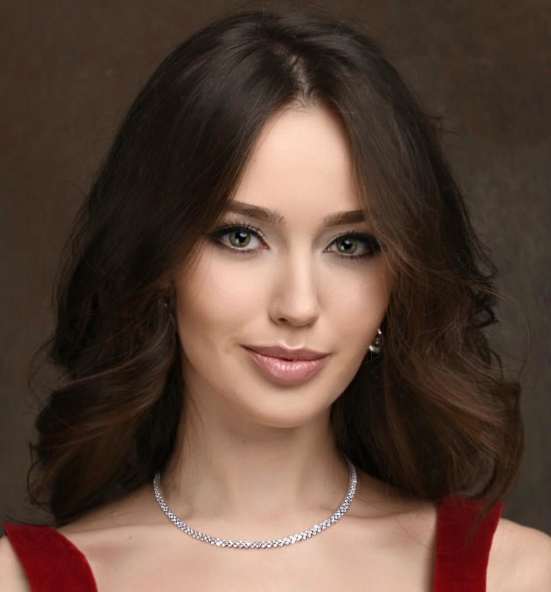У Анастасии Костенко дала инструкцию, как бороться с выпадением волос после родов