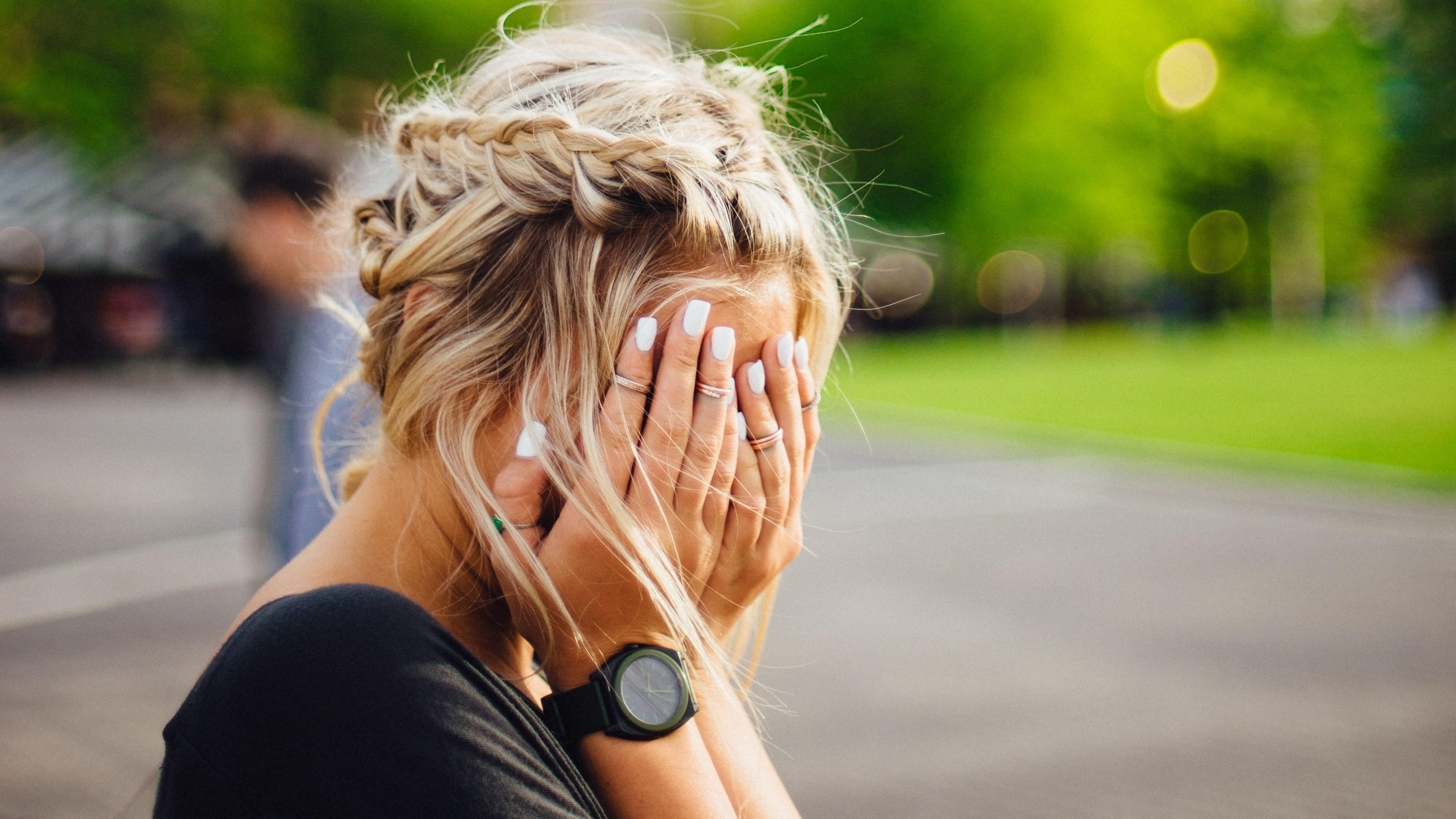 Болезни от зависти: почему нас может подкосить чужой успех