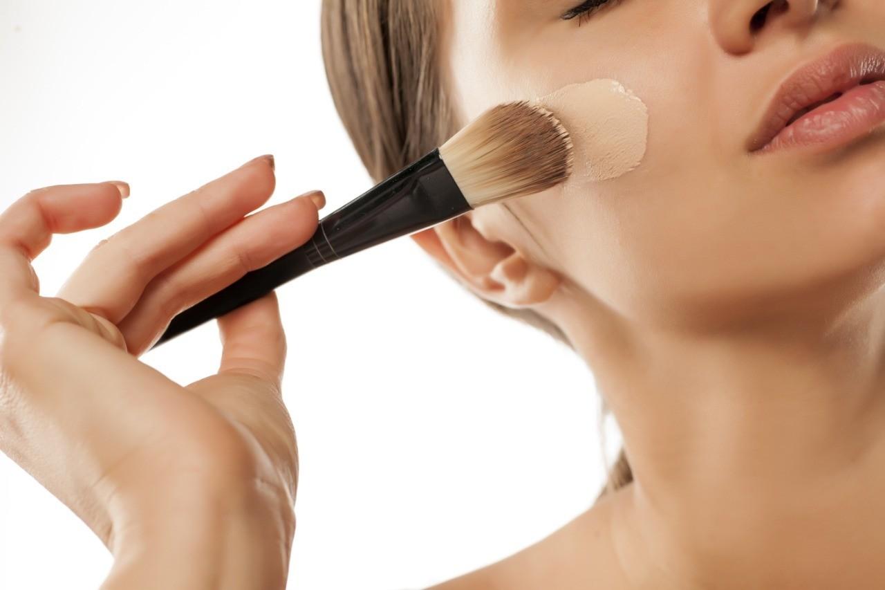 Собираем косметичку: 10 кистей и гаджетов для макияжа, которые тебе нужны