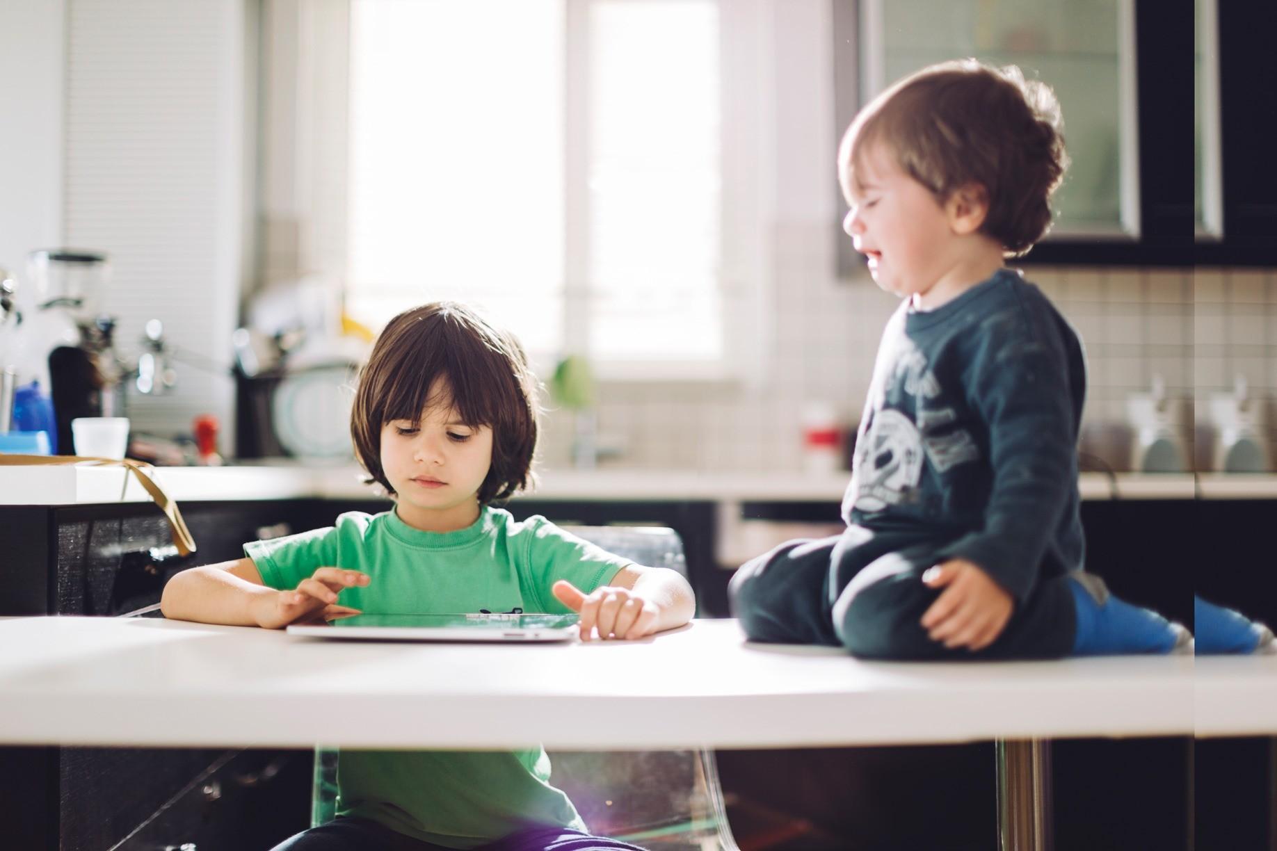 2 основные причины, почему ребенок ноет (и что сделать, чтобы перестал)