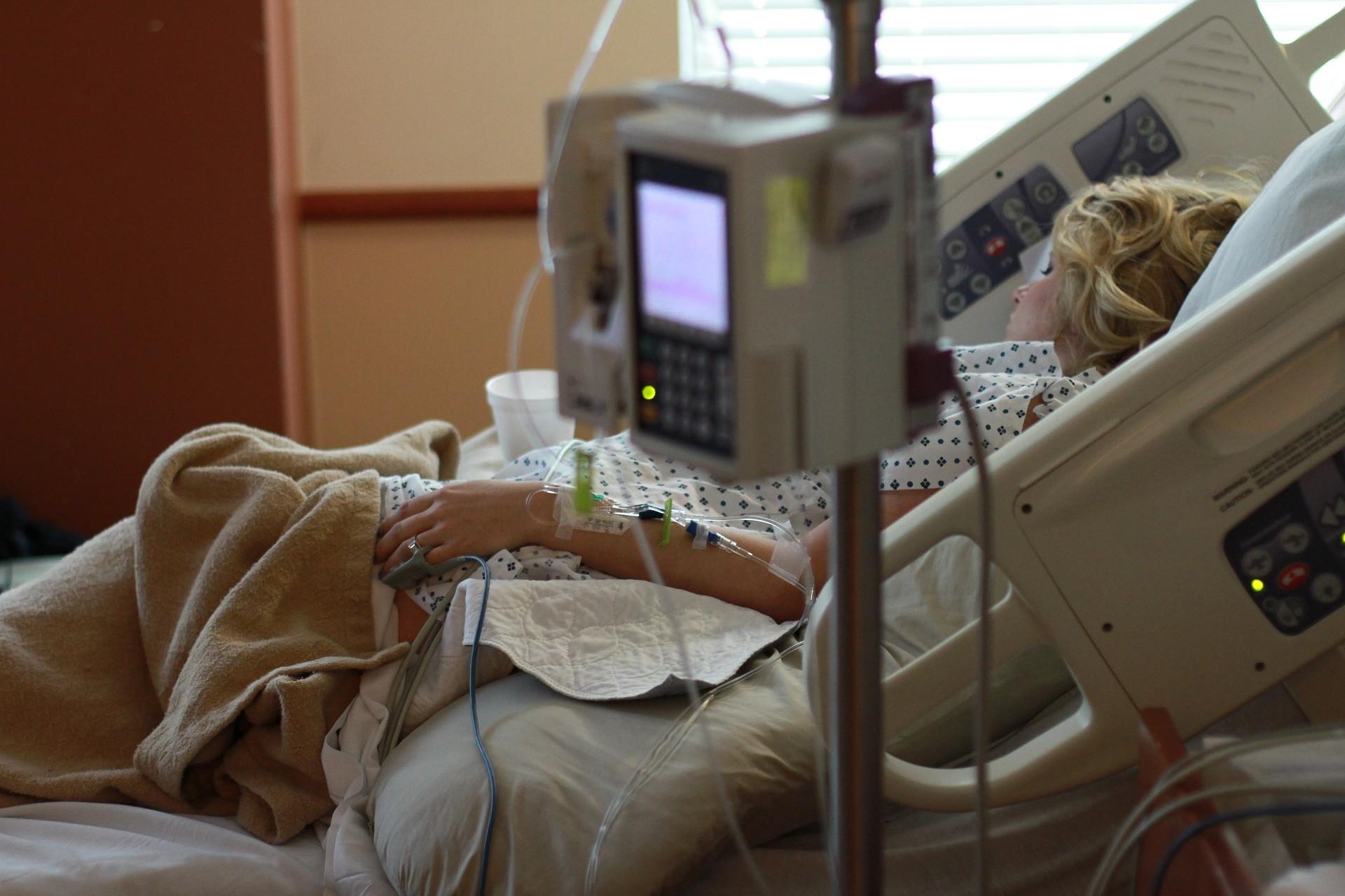 Карательная гинекология: 5 реальных историй, как женщин унижают в российских роддомах