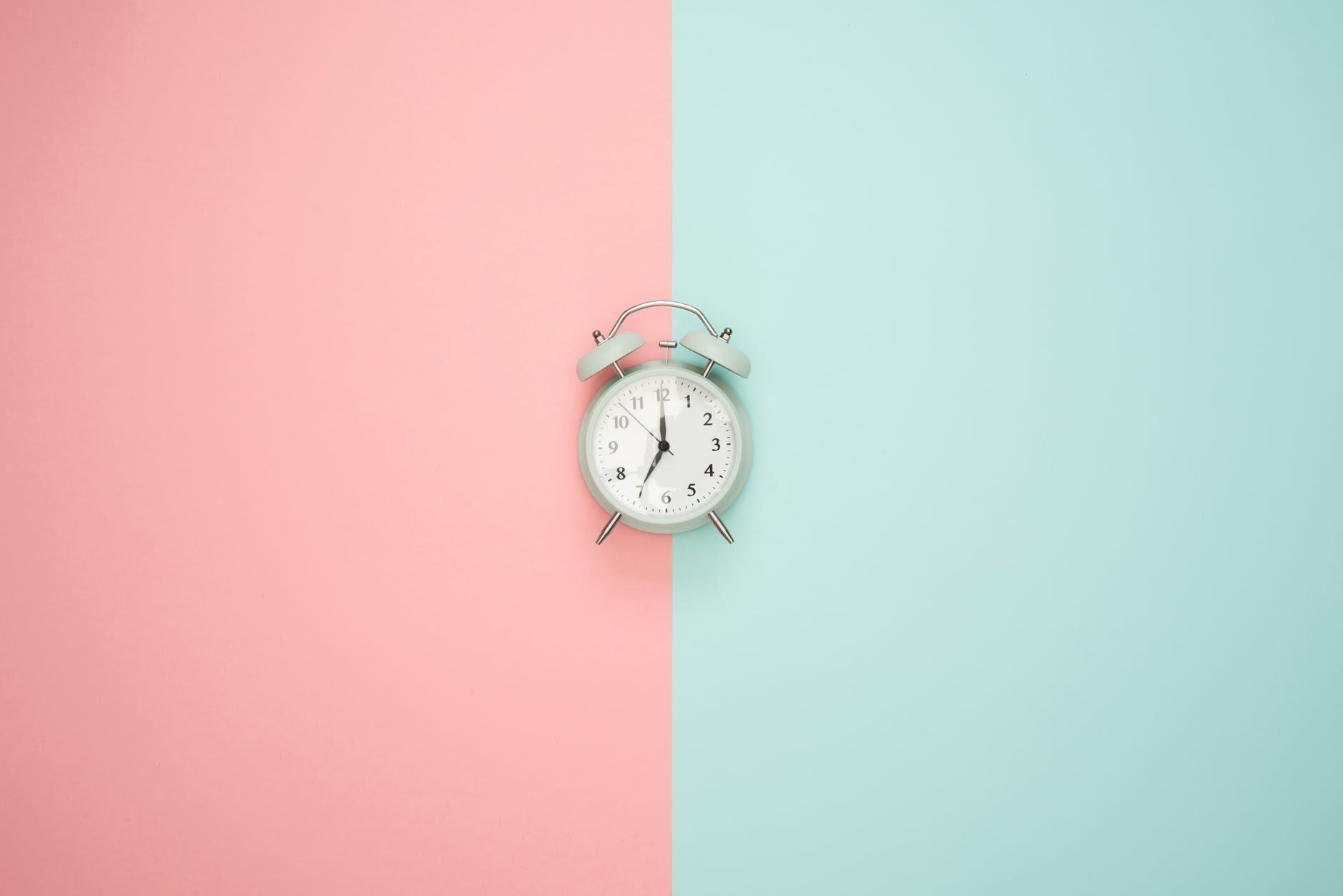 6 привычек, из-за которых ты быстрее постареешь (нет, это не курение)