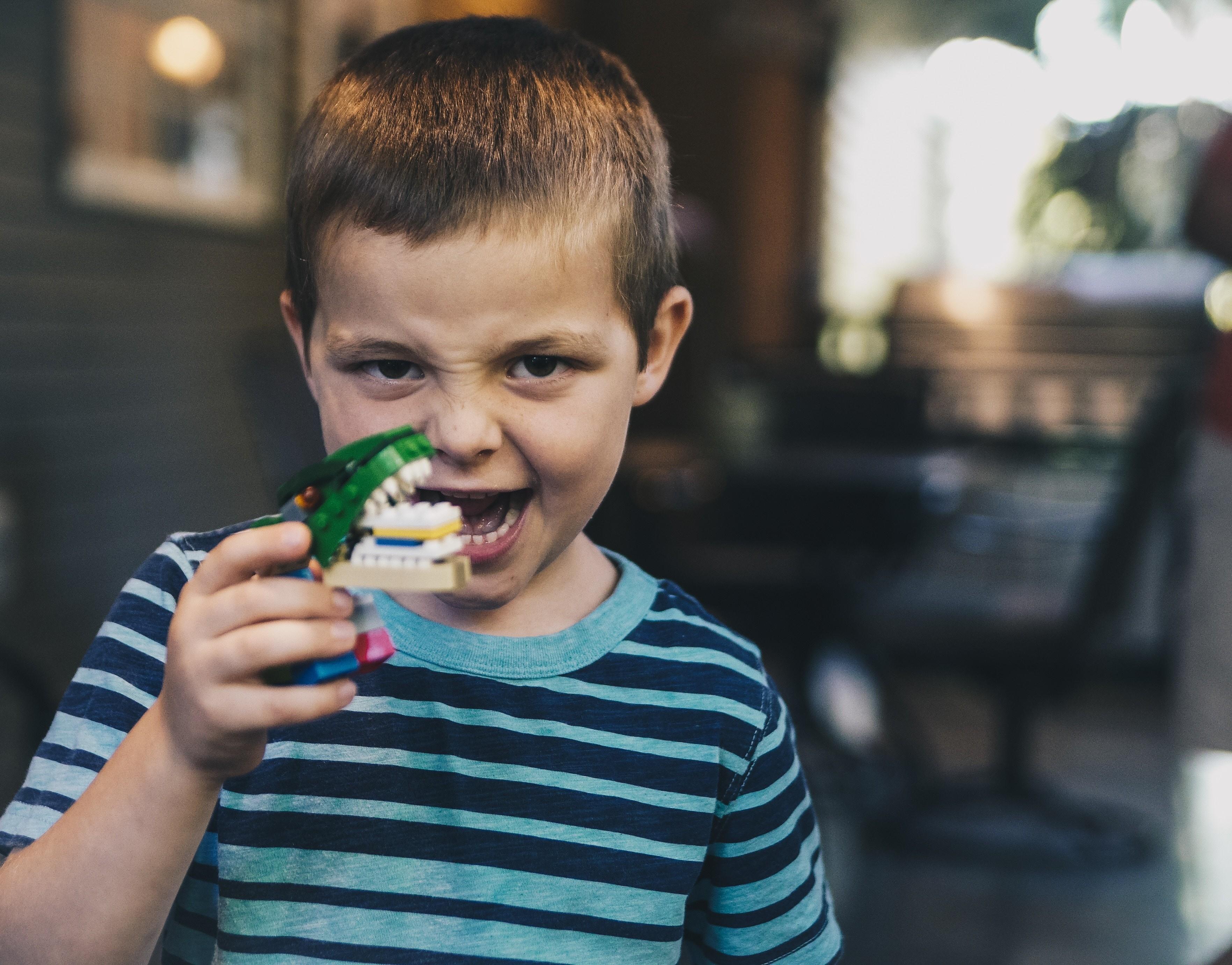 Как научить ребенка убирать игрушки: 10 элементарных шагов к порядку