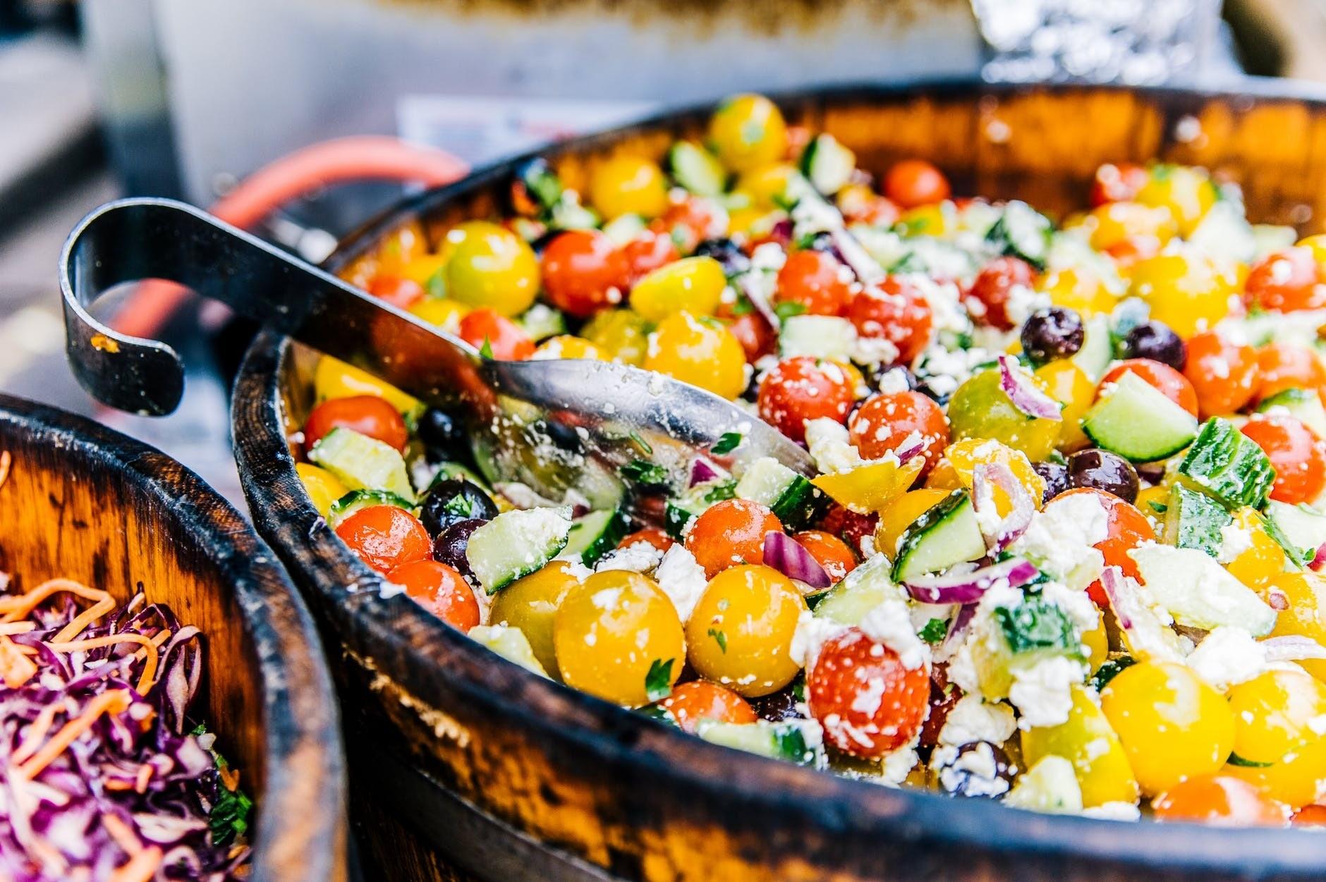 9 отличных вариантов заправки для греческого салата в домашних условиях
