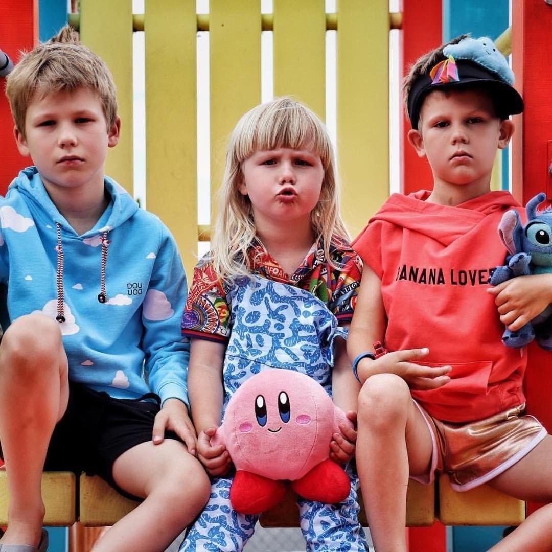6 главных трендов детской весенней моды: от спорт-шика до логомании