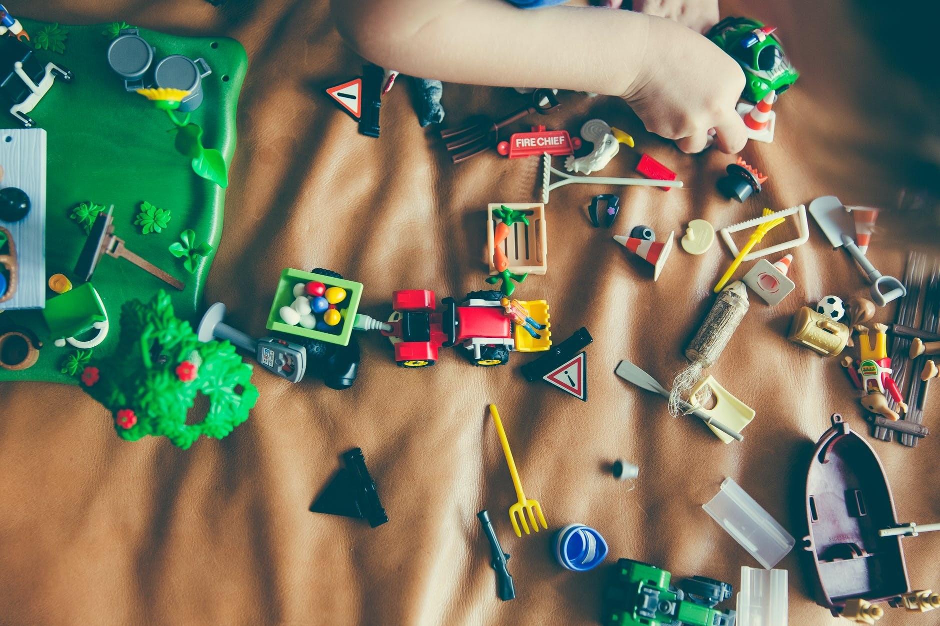 Сколько игрушек на самом деле нужно ребенку