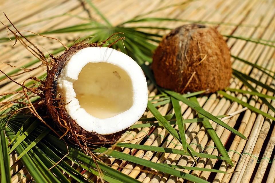 Как расколоть кокос в домашних условиях: лайфхаки