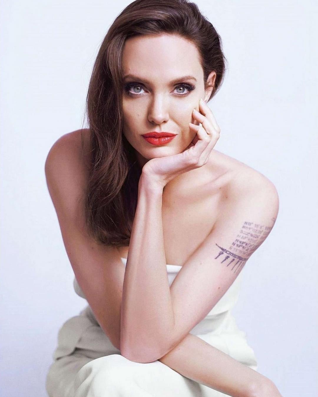 Анджелина Джоли решила попробовать себя на Бродвее (и поставила кинокарьеру на паузу)