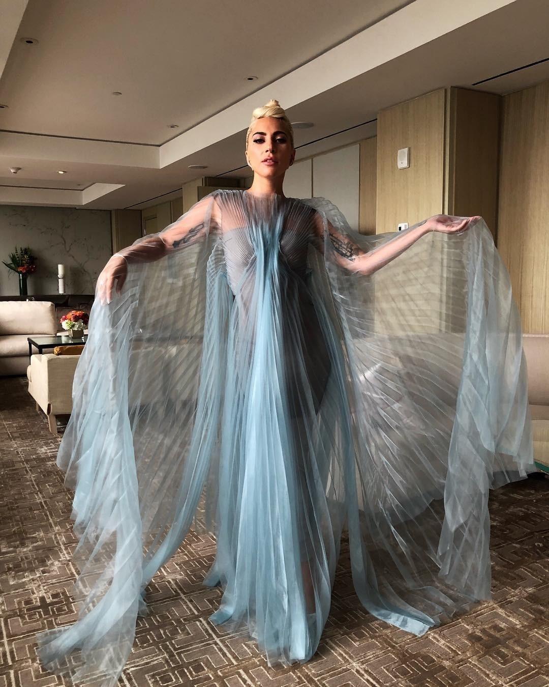 Королева эпатажа не перестает удивлять поклонников. В одном из интервью певица призналась, что иногда в качестве пижамы использует наряды, в которых выступала на сцене. Предполагаем, что...