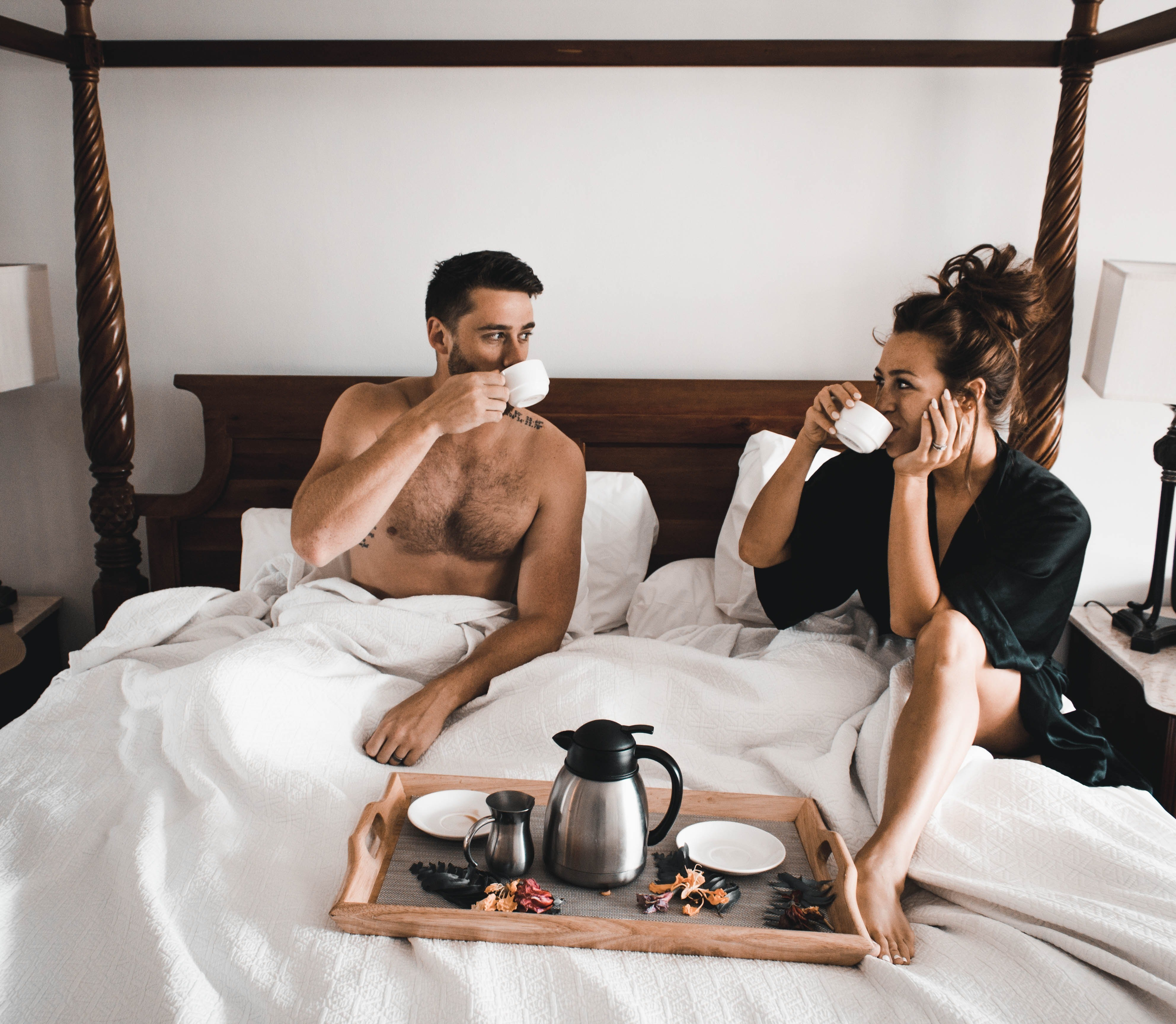 Звезда лиза в постели с любовником, порно массаж девушку неожиданно трахнули