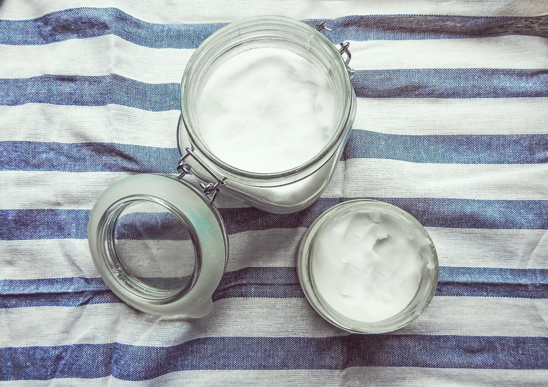 Под орех: кокосовое масло для лица (применение, польза и вред)