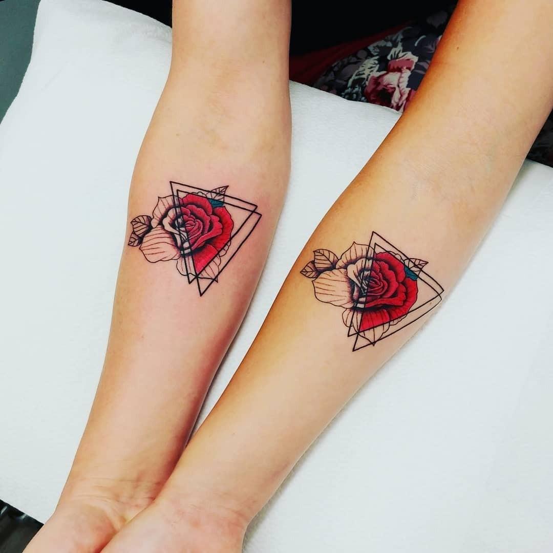 Новый тренд: парные татуировки для мамы и дочки