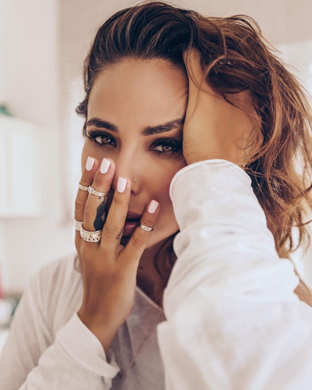 Айза Анохина резко отреагировала настатью вTatler обэлите и«блогерах-эскортницах»