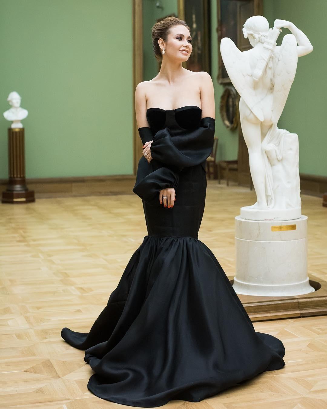 Ляйсян Утяшева, Виктория Дайнеко и другие звезды наденут платья, сшитые по эскизам школьников
