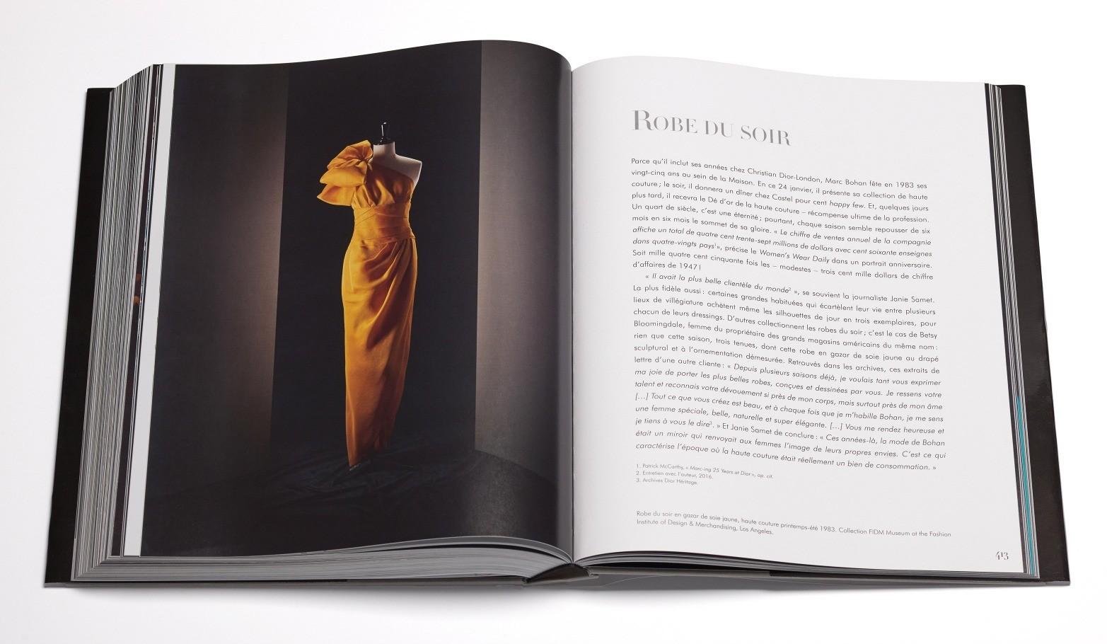 Взяв бразды правления после молодого Сен-Лорана в свои руки, Марк Боан идет за современной женщиной, создает новые силуэты и элементы, сохраняя при этом устоявшиеся традиции Dior.