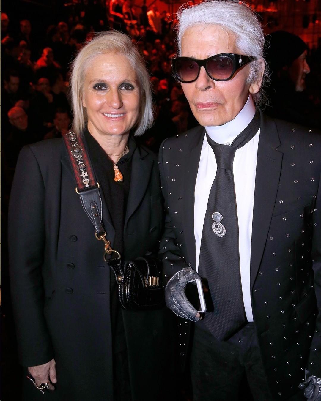 До этого дизайнер 10 лет работала в Fendi в паре с Пьерполо Пиччоли, а затем в Valentino. В дебютной коллекции Кьюри для Dior гармонично сосуществовали new-look Кристиана Диора и платья с...