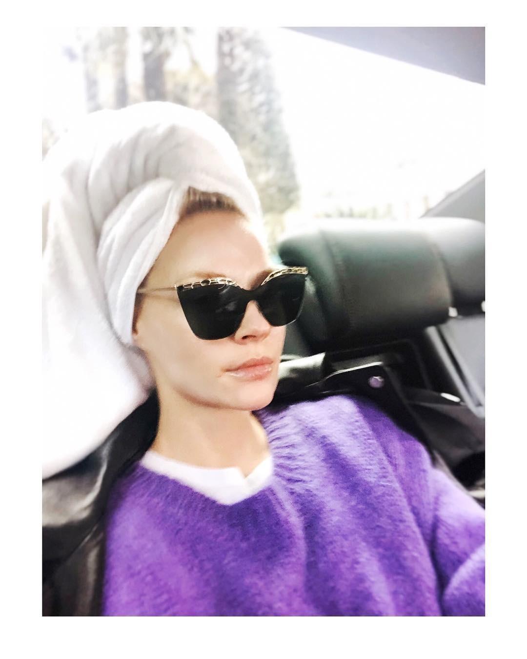 Звезда опубликовала вInstagram фото, где она едет вмашине сполотенцем наголове ивсолнечных очках.  Некоторые подписчики артистки удивились, другие оценили находчивость Ходченковой,...