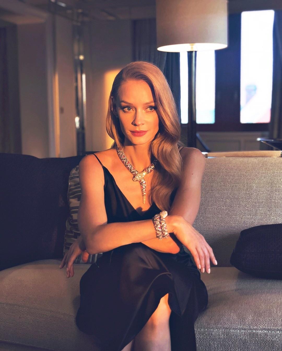 Светлана Ходченкова удивила поклонников фото вочках исполотенцем наголове