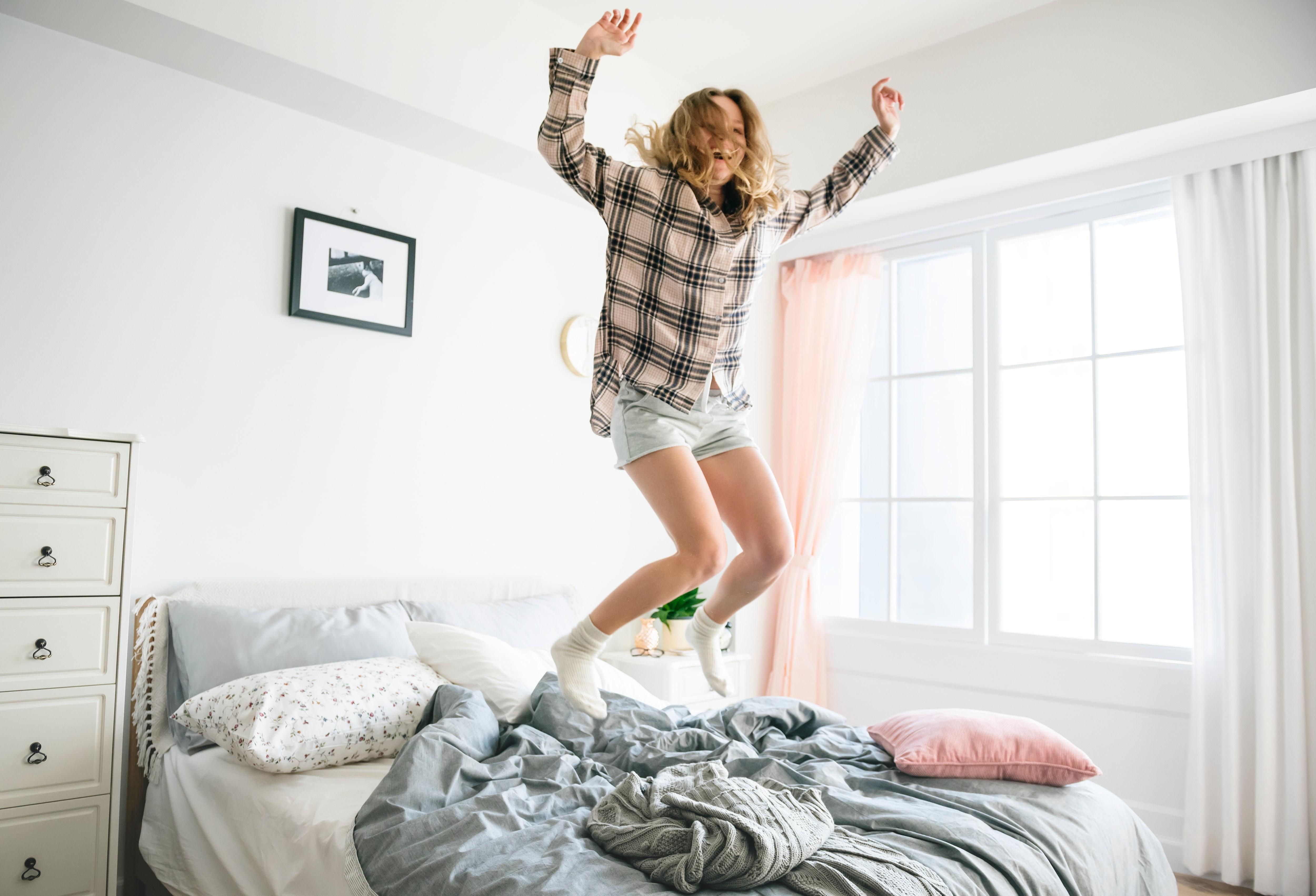 Постельный режим: 10 плюсов (и столько же минусов) сна в отдельных спальнях