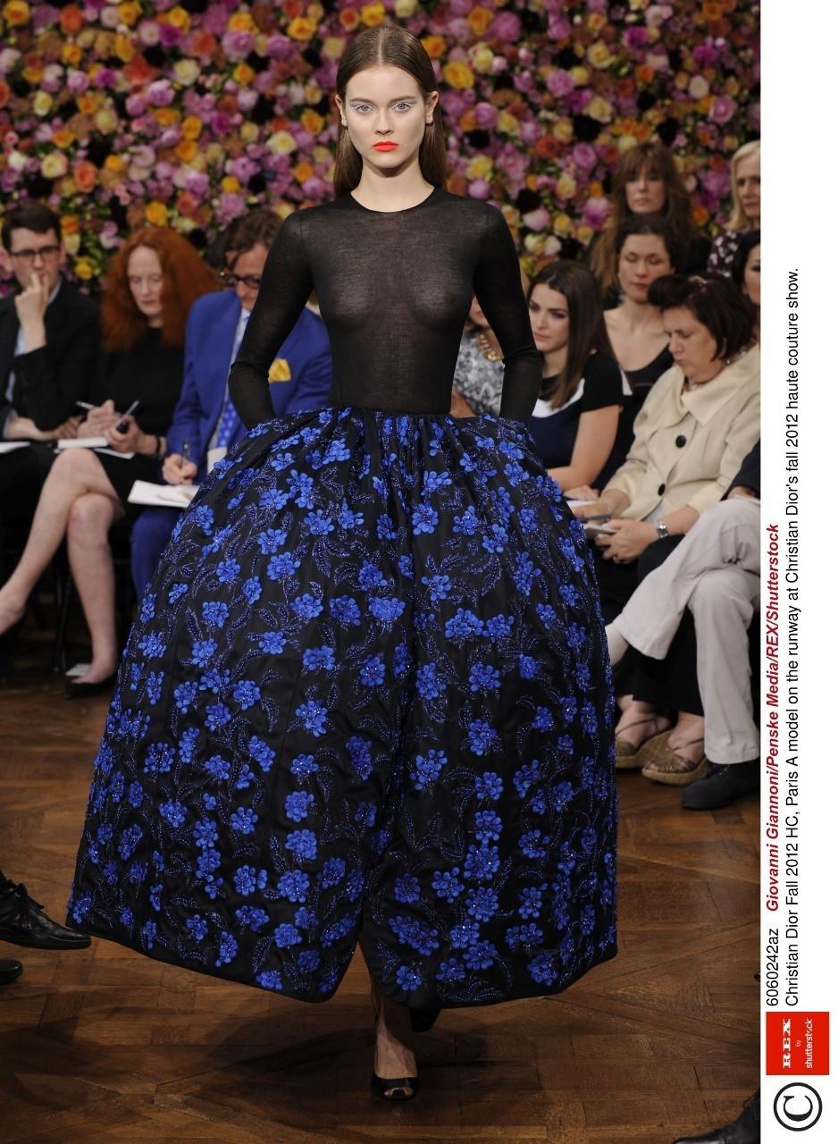 Один модный критик как-то назвал Dior под руководством Рафа Симонса «GAP'ом от-кутюр». Но несмотря на успех Раф Симонс покидает Dior в 2015 году и сосредоточивается на собственном бренде.