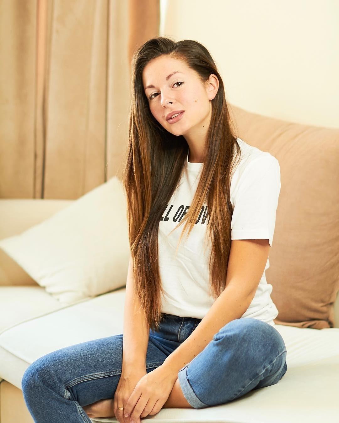 Нюша рассказала об упражнениях, которые помогают ей восстановиться после родов