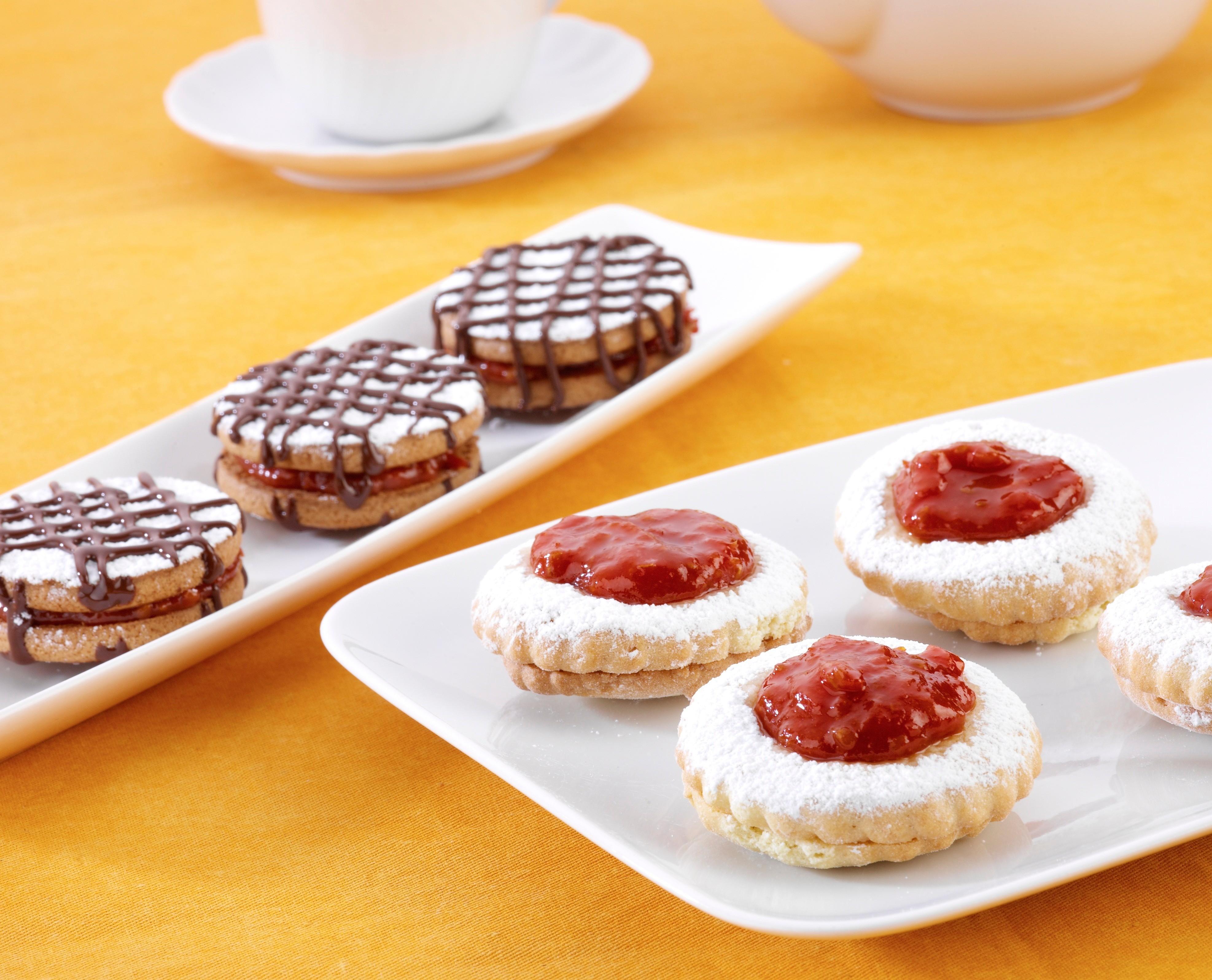 Рецепт от шефа: бисквитное печенье с томатным вареньем и шоколадом