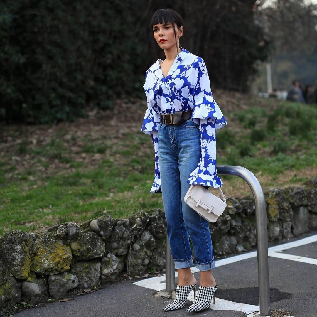 Джинсы— тот предмет одежды, который необходим для любого гардероба, и совершенно точно, что каждый носил джинсыхоть раз в жизни. Как и белую рубашку, их носят люди всех возрастов вне за...