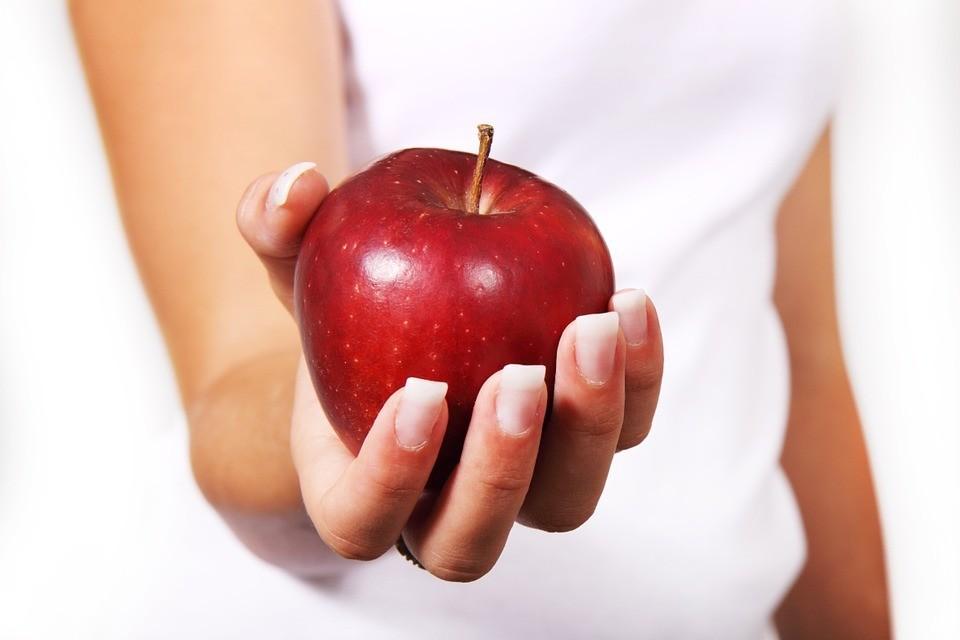 Кефирно-яблочная диета: когда срочно нужно скинуть пару килограмм
