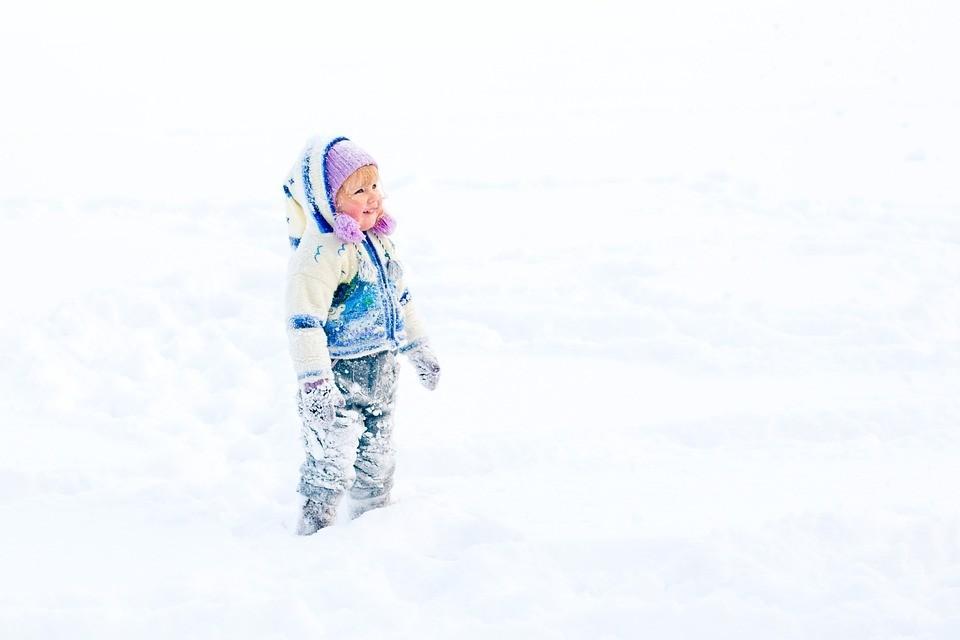 Еще не месяц май: ребенок обморозил щеки, что делать