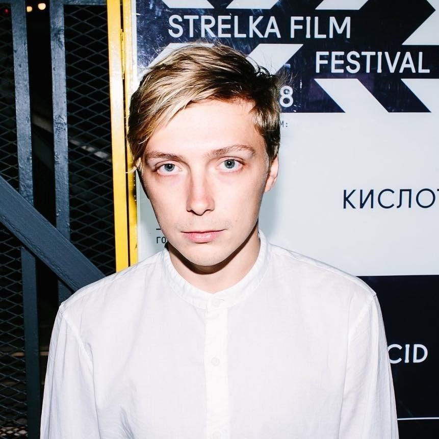 Александр Горчилин (27) нетолько играет вГоголь-Центре иснимается вамериканском сериале «Ханна» Amazon, но ипробует себя врежиссуре. Впрошлом году вышел его первый фильм «Кислота»,...