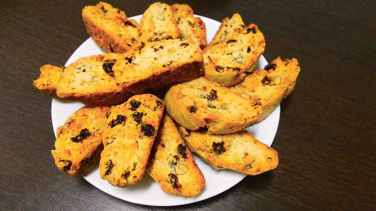 Полезней печенья: рецепт сухариков с сухофруктами