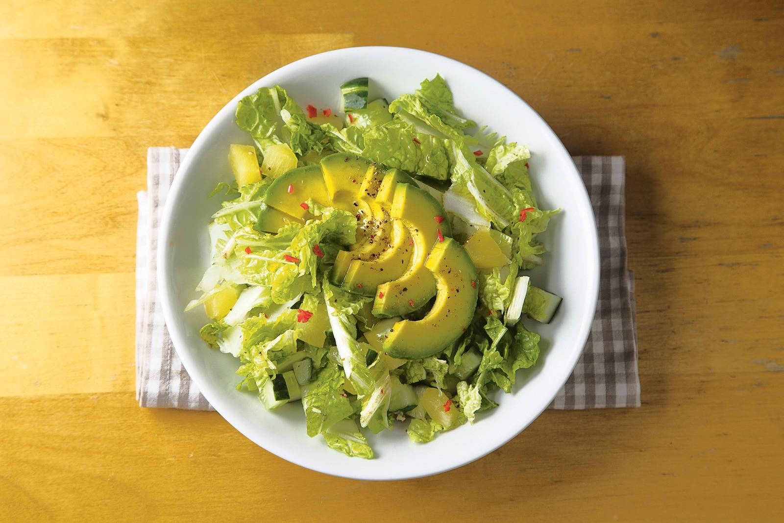 Простой ЗОЖ: рецепт салата с авокадо