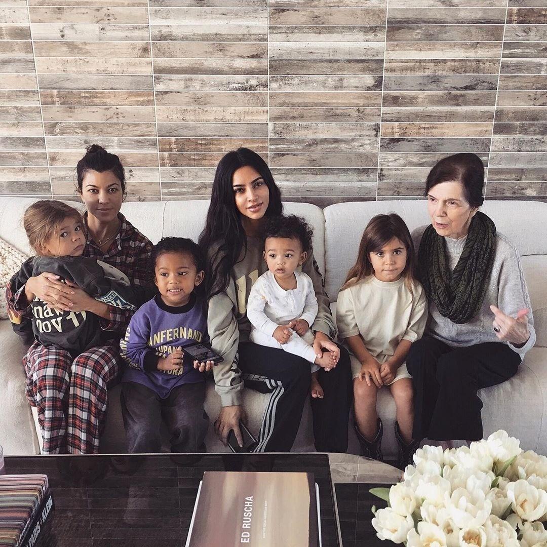Ким Кардашьян анонсировала старт 16-го сезона семейного шоу