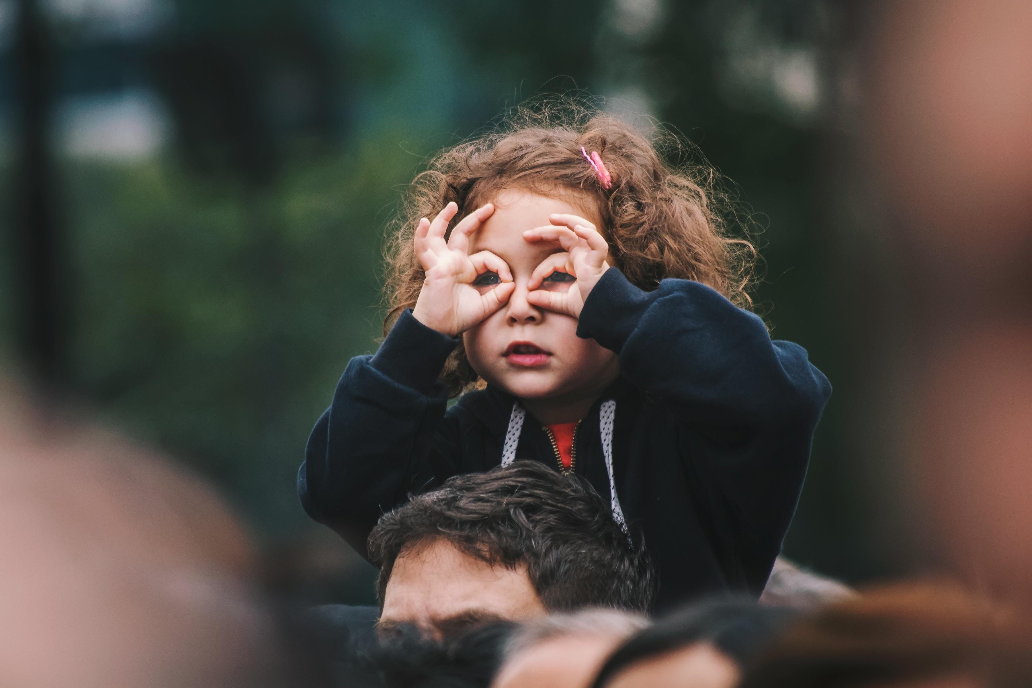 Что делать, если ребенок истерит (спойлер — наказывать не надо)