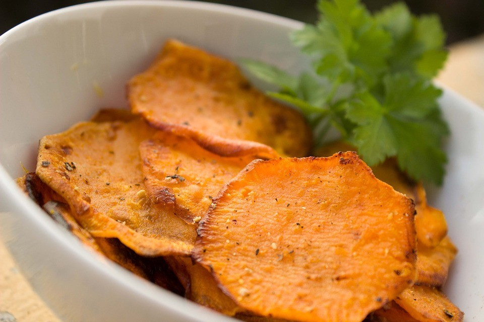 За ЗОЖ: чипсы из картошки в микроволновке