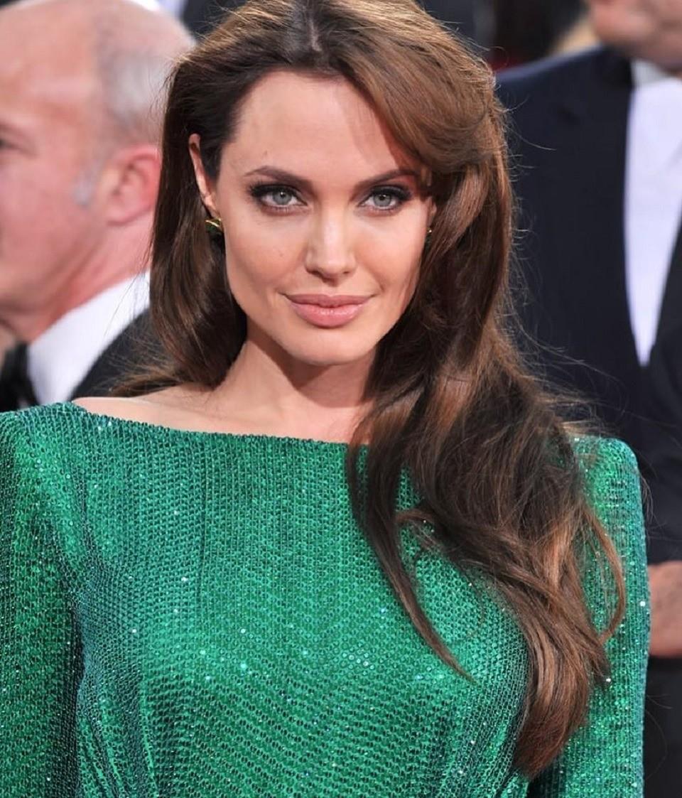 СМИ: Анджелина Джоли медлит сразводом, чтобы вернуть Бреда Питта