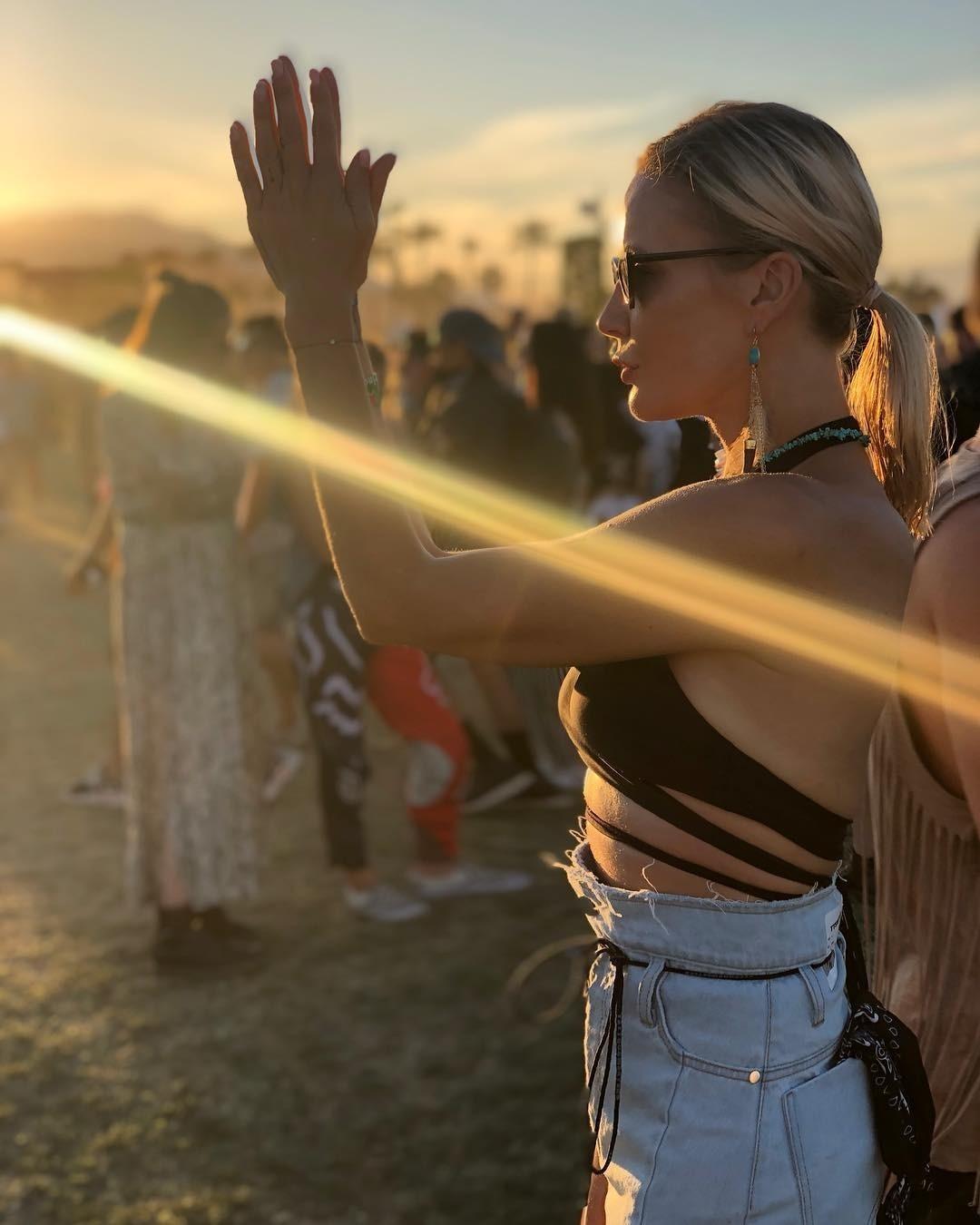 Елена Летучая оторвалась в откровенном наряде на фестивале Coachella