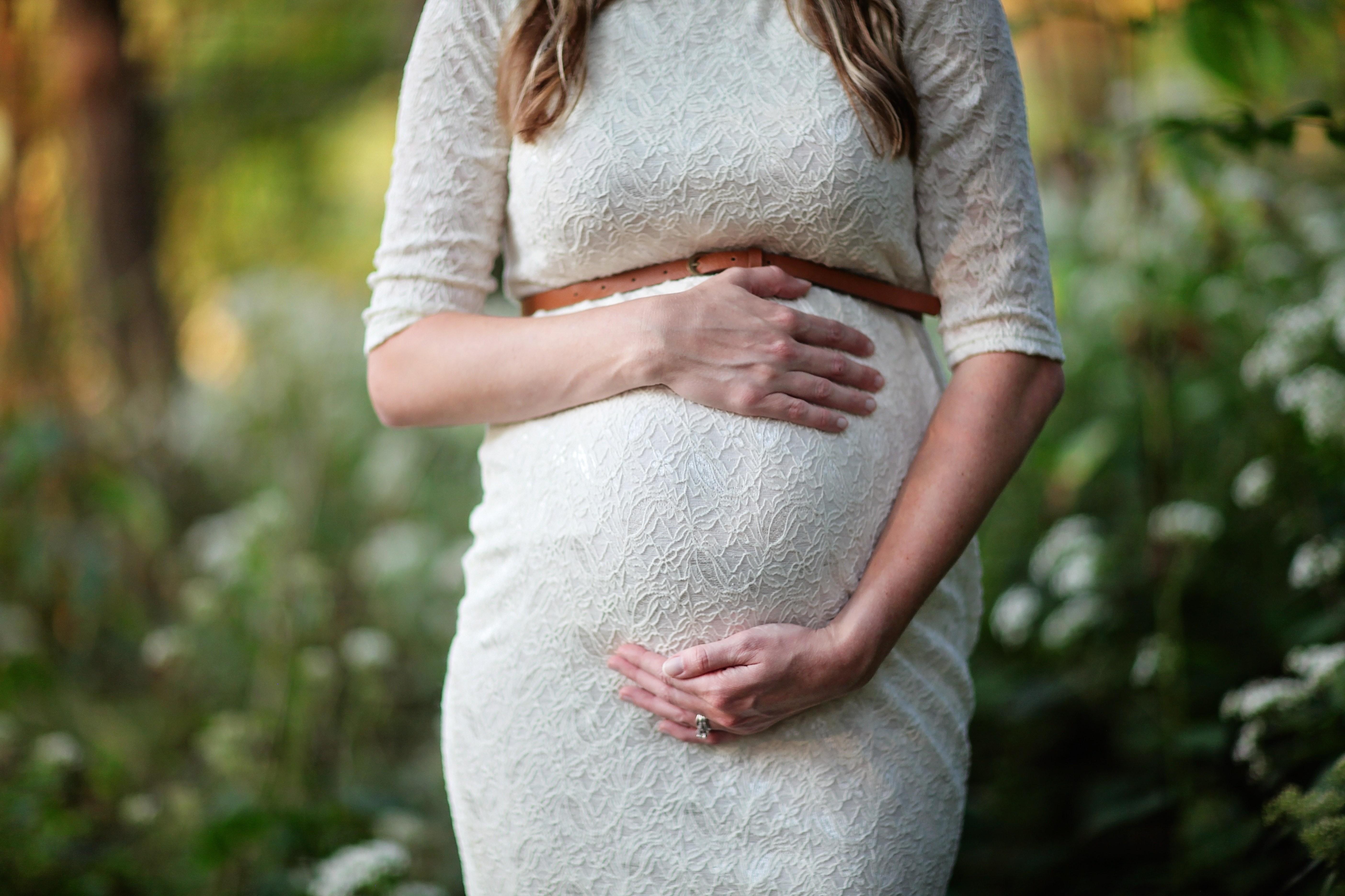 Самые нелепые приметы о беременности, в которые стыдно верить в XXI веке