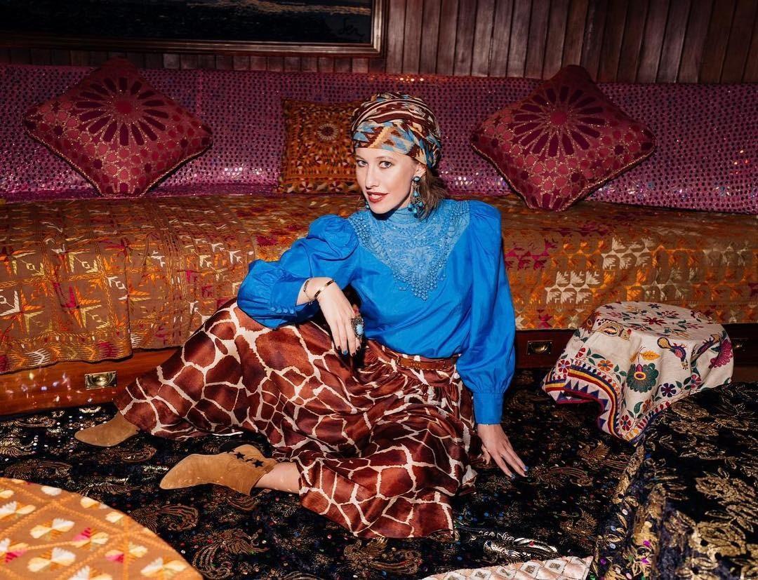 Ксения Собчак станцевала под музыку из«Рабыни Изауры» вАфрике (комбо)