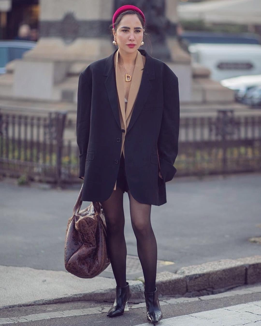 Если мужской пиджак оказался, по твоему мнению, слишком большим, не спеши оставлять идею включить его в свои образы. Попробуй носить его как пальто. Под пиджак можно надеть любое платье,...