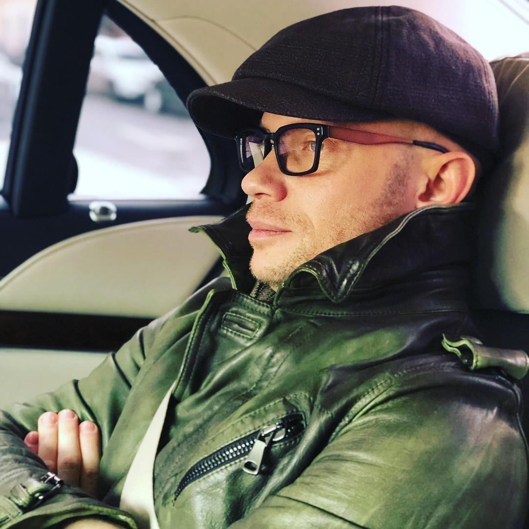 Иван Ургант подшутил над лишенным водительских прав Дмитрием Хрусталевым
