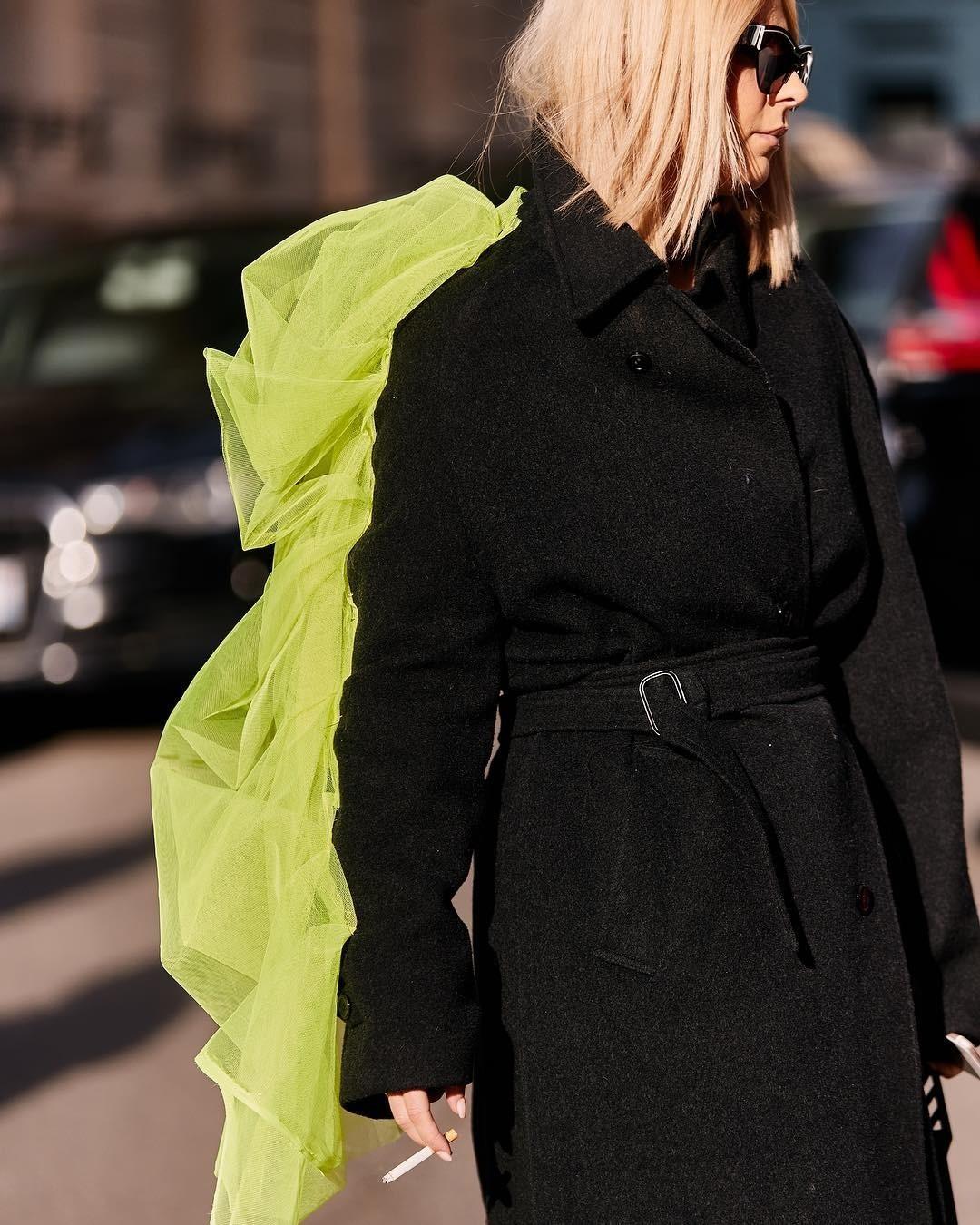 Ярче солнца: как звезды стритстайла носят неоновые вещи