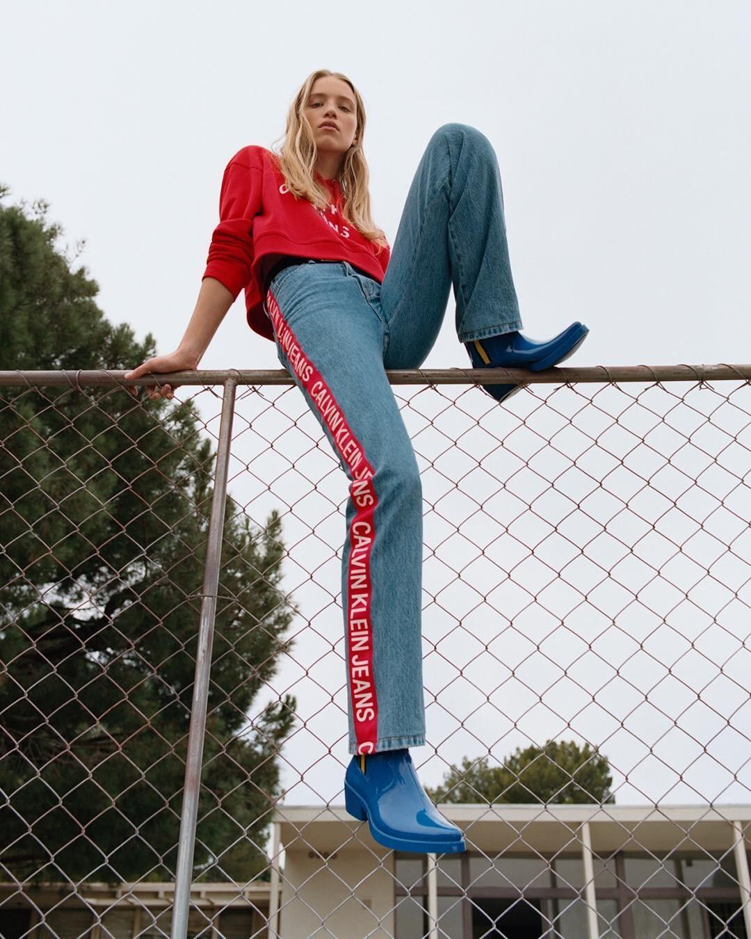 На подиуме джинсы впервые появ&...