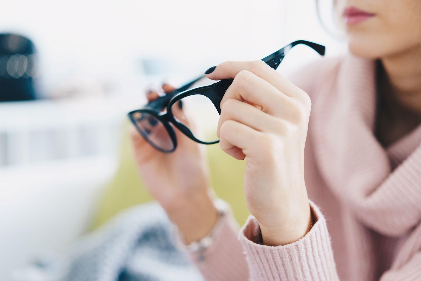 Что вредит глазам больше смартфона