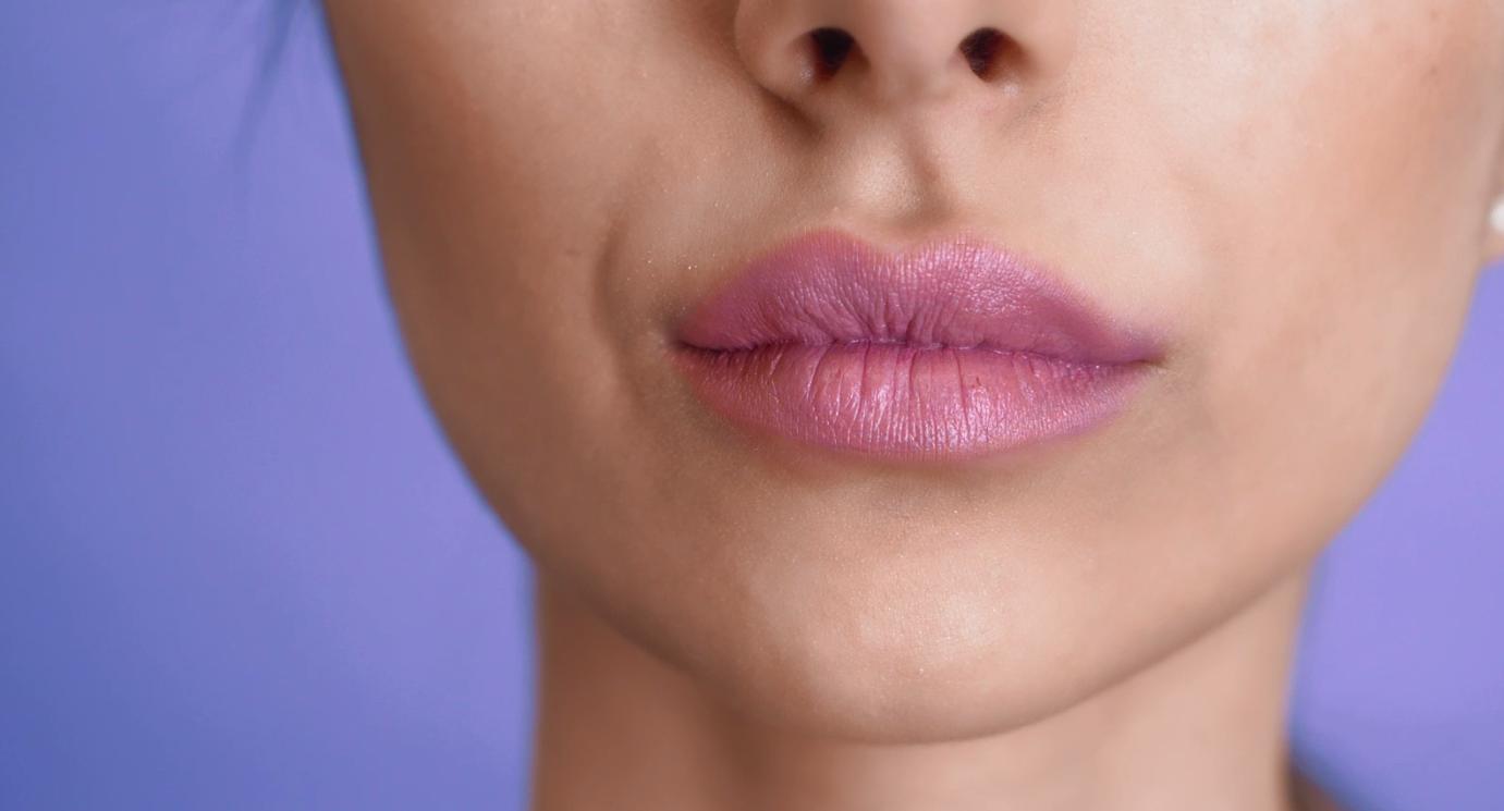 Как увеличить губы без уколов (спойлер — с помощью макияжа)